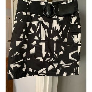 Chic black and white skirt